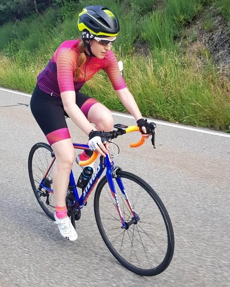 Raphaela beim Fahrrad Training