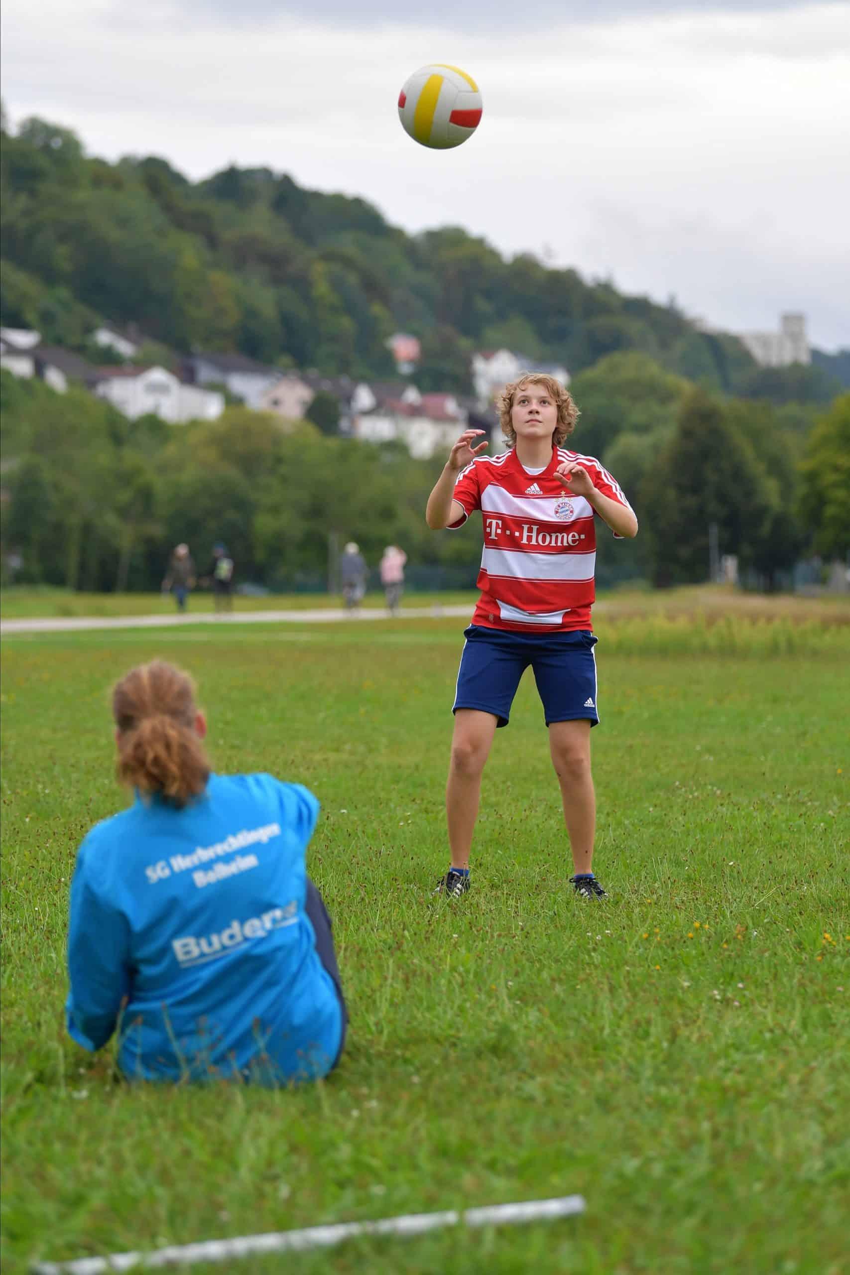 Madgalena bei einer Übung mit einer Mitspielerin.