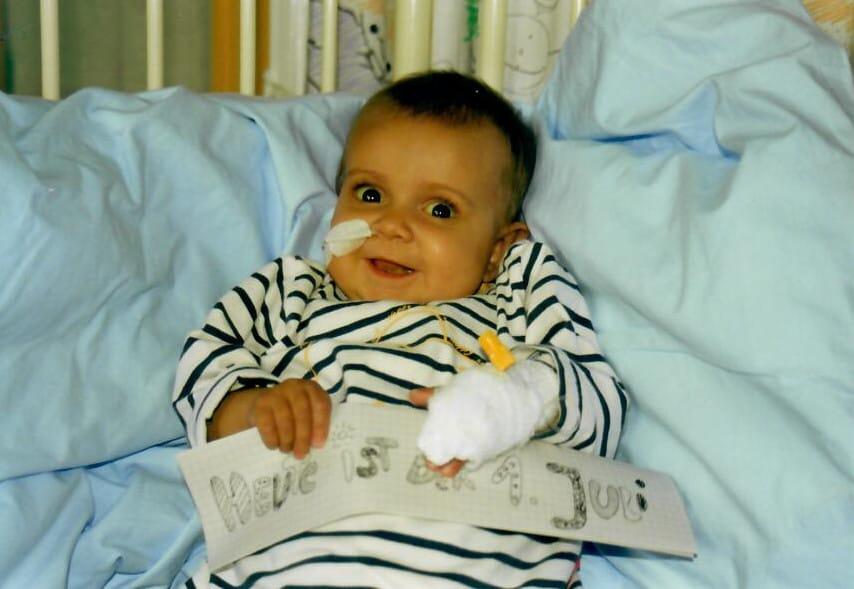 Bera als Baby kurz vor ihrer Transplation