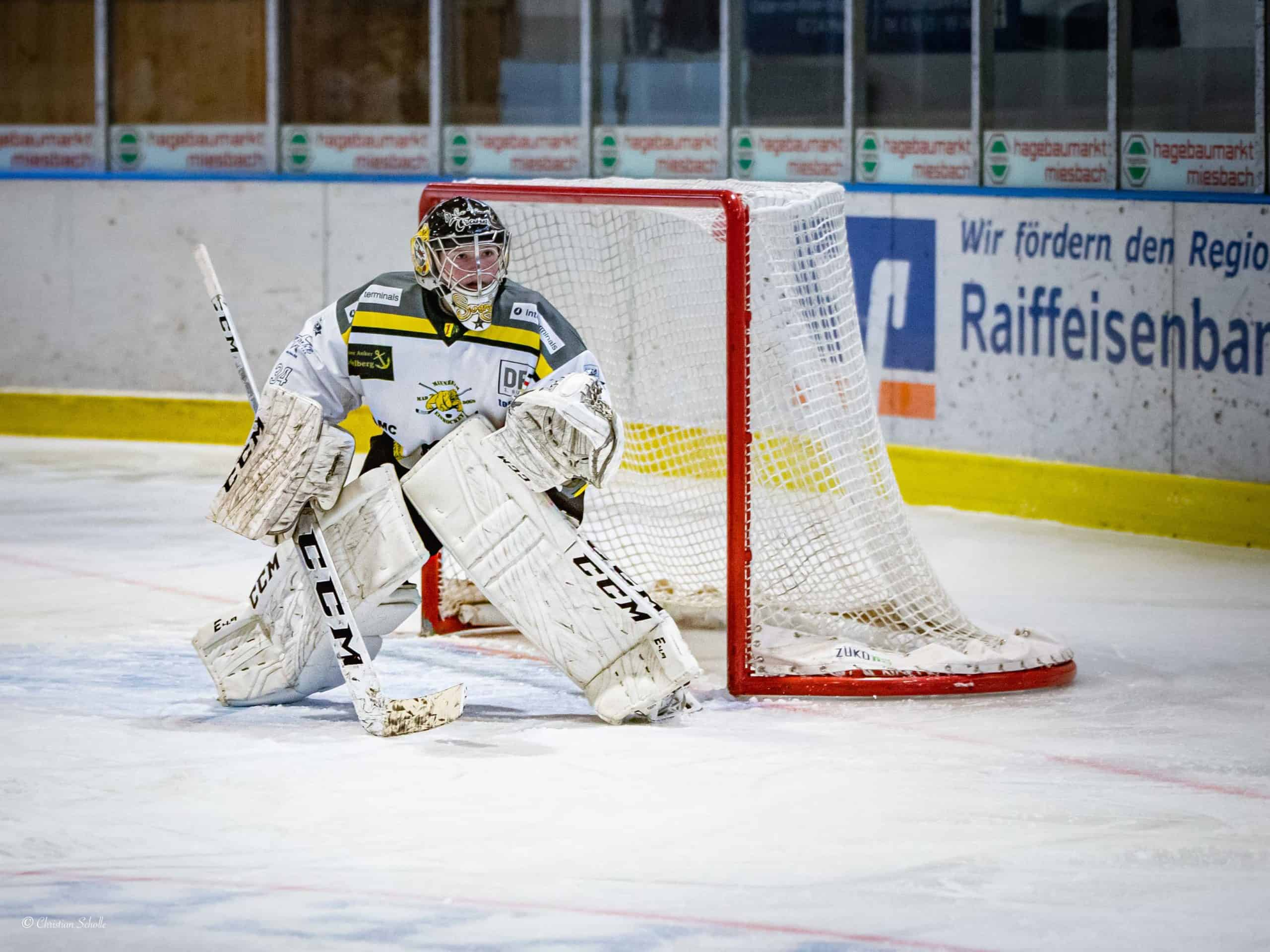 Svenja im Tor bei einem Eishockeyspiel