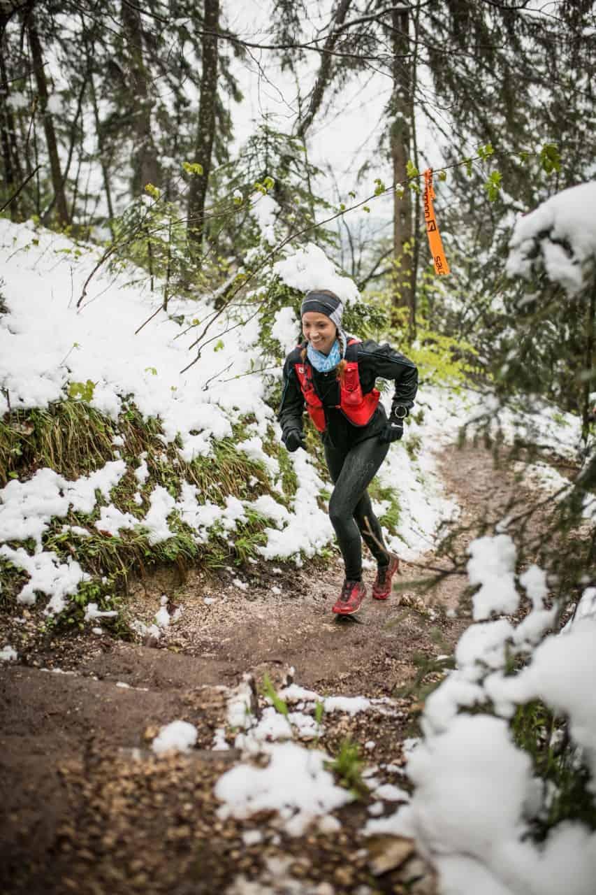 Suse beim Trailrun im Schnee