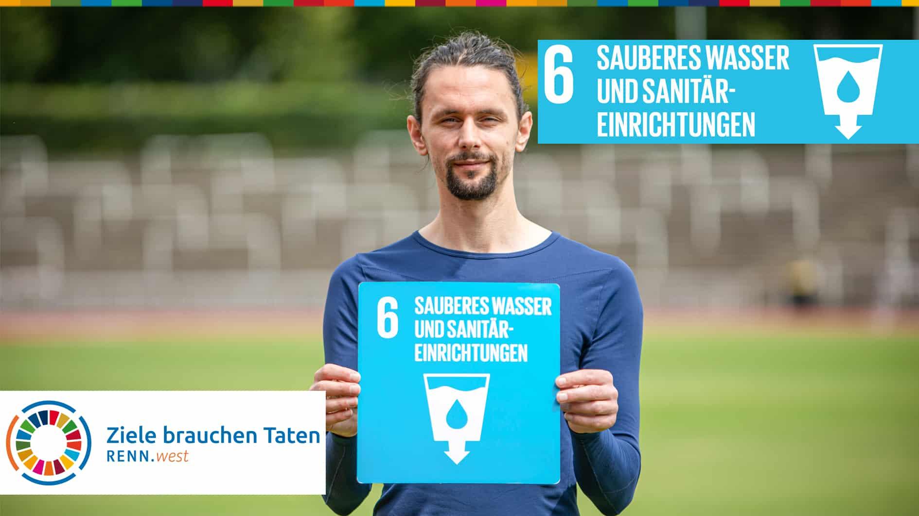 Neven Subotic mit einem Schild mit dem SDG Wasser